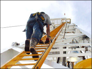 ladder_climb(from_OSHA.gov)flipped