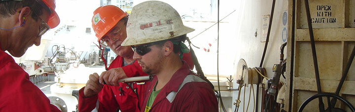 7_Hazards_Of_Oil_And_Gas_Extraction-Creative_Safety_Supply-720x228
