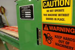 loose_clothing_hazards-Creative_Safety_Supply-250x166